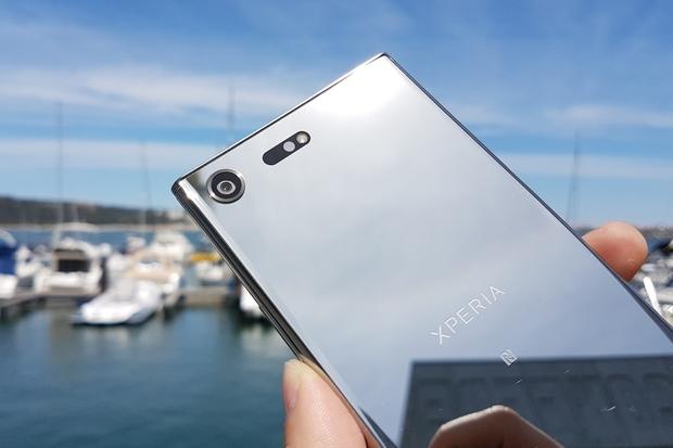 Nová Xperia XZ Premium od Sony v testu odolnosti obstála