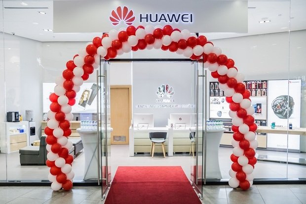 V telefonech Huawei se Google služby jen tak neobjeví. Zákaz byl prodloužen