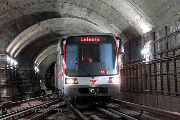 LTE na lince C mezi stanicemi Muzeum a Nádraží Holešovice slíbeno do konce roku