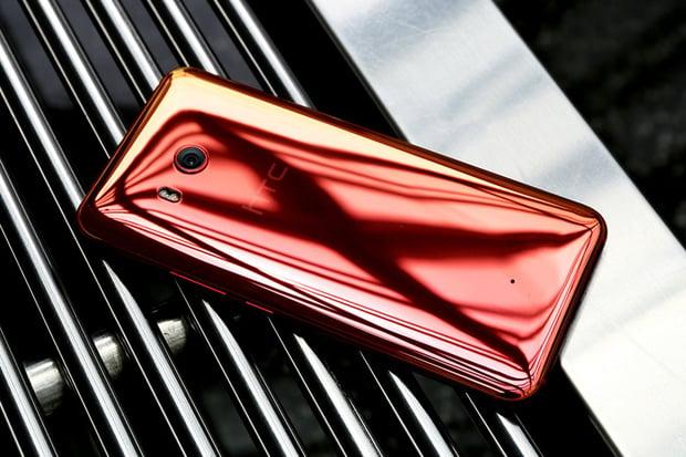 HTC zlevňuje, loňský vlajkový model U11 vyjde na necelých 12 tisíc