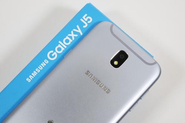 Dva roky starý Samsung Galaxy J5 (2017) získává Android 9.0 s One UI