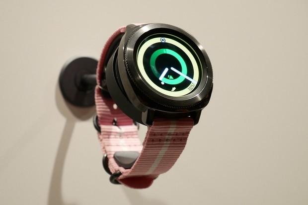 Samsung neúmyslně odhalil podobu chystaných Galaxy Watch