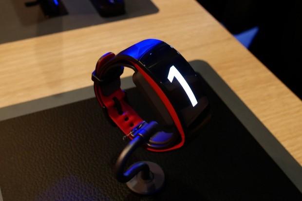 Vyzkoušeli jsme si odolný náramek Samsung Gear Fit 2 Pro