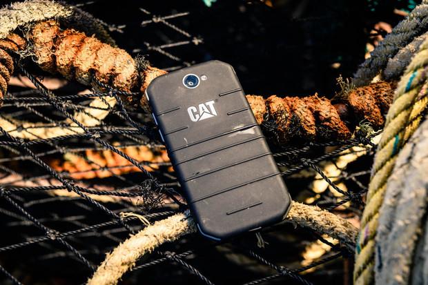 CAT S31 je obrněnec s obrovskou baterií