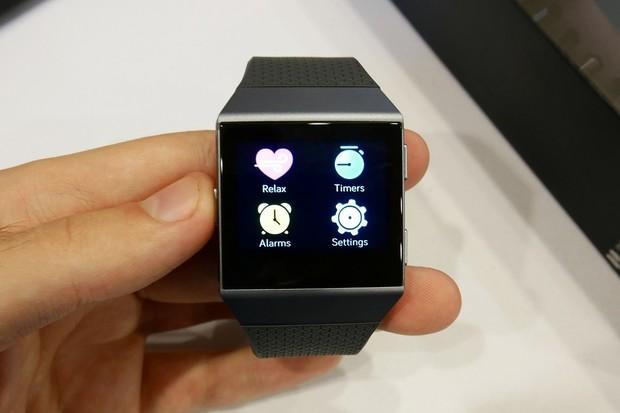Pohráli jsme si s chytrými hodinkami Fitbit Ionic