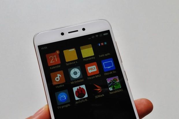 Xiaomi již pracuje na MIUI 10, těšit se můžeme na umělou inteligenci