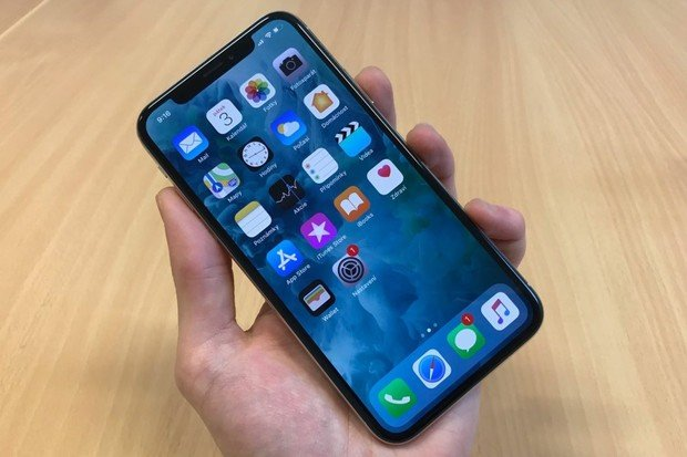 Začíná se prodávat Apple iPhone X: poptávka vysoce převyšuje nabídku