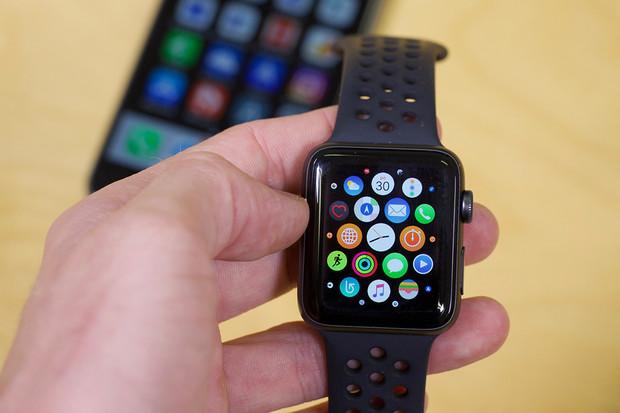 Uživatelé Apple Watch 3 hlásí problémy: hodinky se v nemocnici restartují