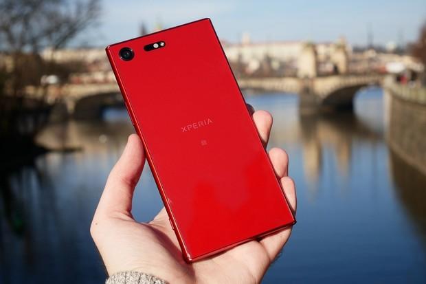 Podívejte se na rudou Xperii XZ Premium v naší fotogalerii