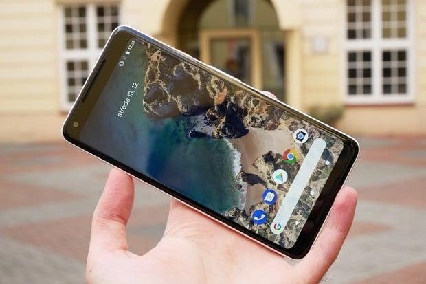 """Google nadělí uživatelům Pixelu 2 poslední aktualizaci jako """"vánoční dárek"""""""
