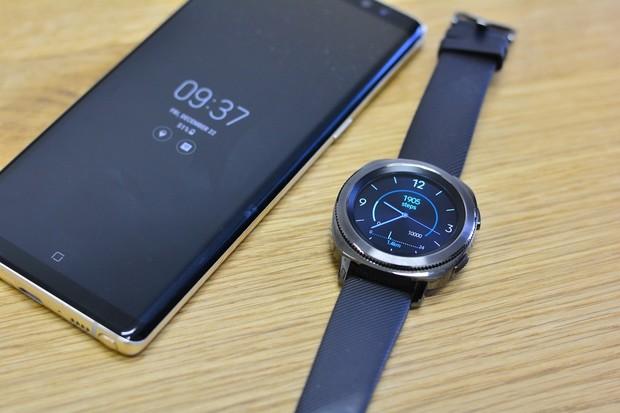 Návrat po 7 letech? Samsung prý chystá hodinky s Wear OS