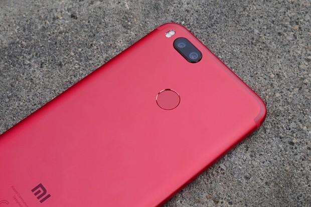Pekelně červené Xiaomi Mi A1 zavítalo do redakce. Podívejte se na naší fotogalerii
