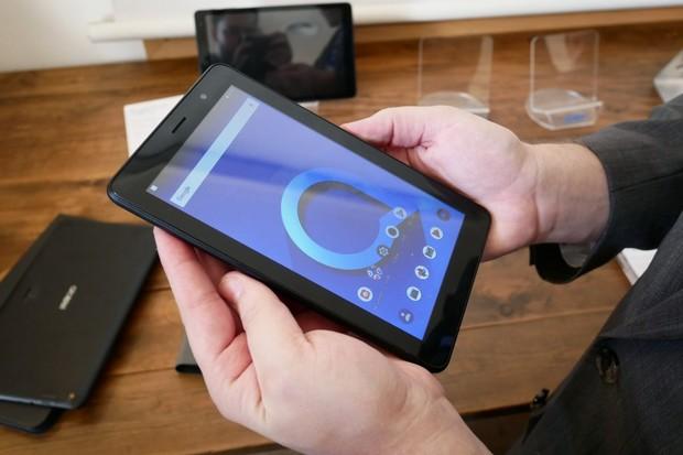 Levný tablet Alcatel 1T 7 nás dokázal překvapit, ale ne úplně mile