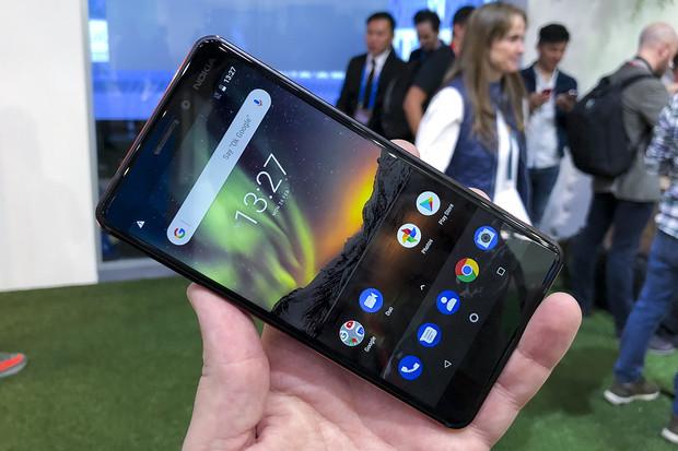 Nokia 6 (2018) přímo z Barcelony: zaoblená kráska střední třídy