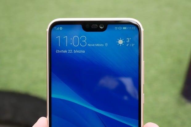 """""""Vykouslý"""" Huawei P20 Lite v redakci! Zde jsou naše první dojmy"""