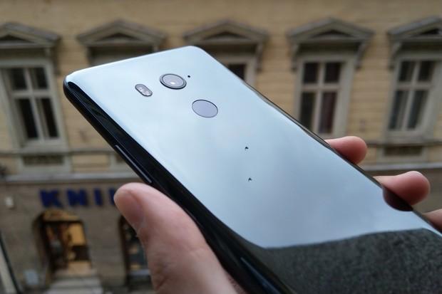 Zmáčkli jsme nové zrcátko. Testujeme HTC U11+