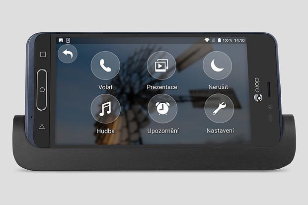 Doro 8035 je elegantní a slušně vybavený smartphone pro seniory