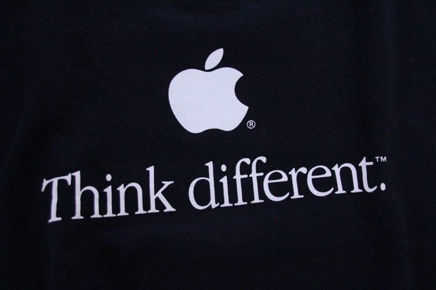 Co si myslí o aktuálním Applu tvůrce slavné kampaně Think Different?