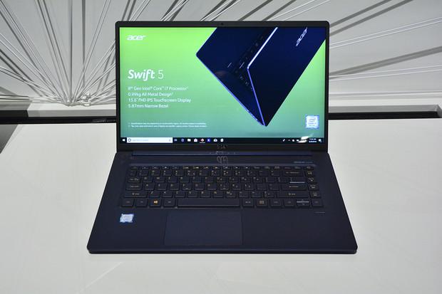 """Podívejte se na nejlehčí 15"""" notebook na světě – Acer Swift 5. Živě z Berlína"""