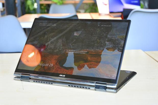ZenBooky Flip 13 a 15 jsou otočné notebooky z Berlína