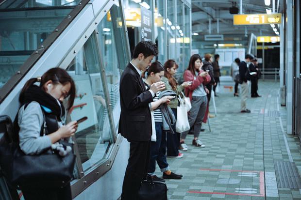 6 % Čechů se zasnoubilo přes mobil, průzkum T-Mobile odkrývá překvapivá fakta
