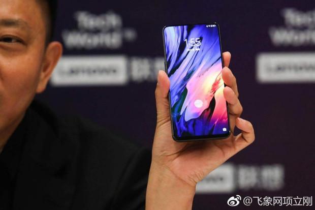Lenovo chystá další smartphone svýsuvnou konstrukcí