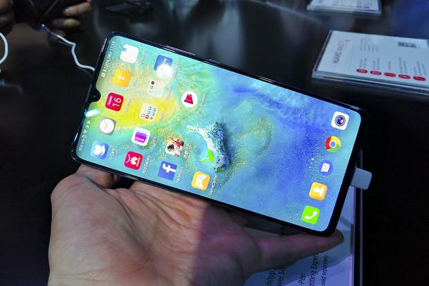 Na český trh míří Huawei Mate 20  X 5G. Je připraven na superrychlý internet