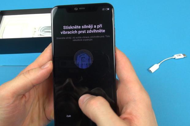 Začínáme testovat průhledné Xiaomi Mi 8 Pro s ultrarychlou čtečkou v displeji
