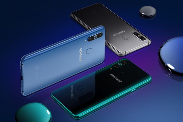 """Galaxy A8s je první Samsung s """"dírou"""". Má procesor Snapdragon 710"""
