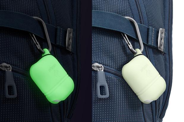 Pouzdro Catalyst ochrání vaše AirPods před vodou i prachem a navíc svítí potmě