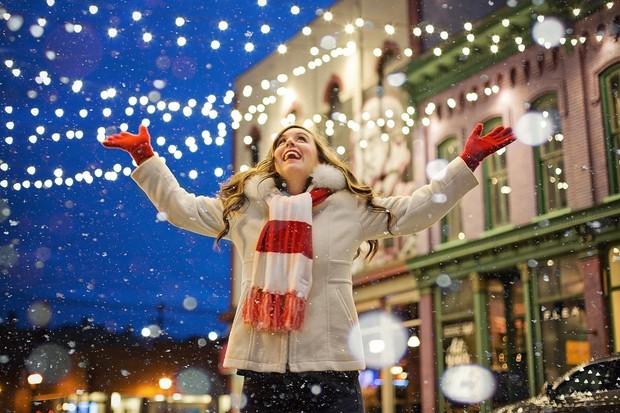 T-Mobile v prosinci vylepšuje vánoční nabídku. K iPhonům 11 dá AirPods za 1 Kč