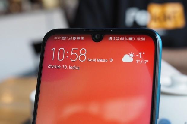 Huawei si patentuje využití kamery pod displejem. Chystá také nějakou?