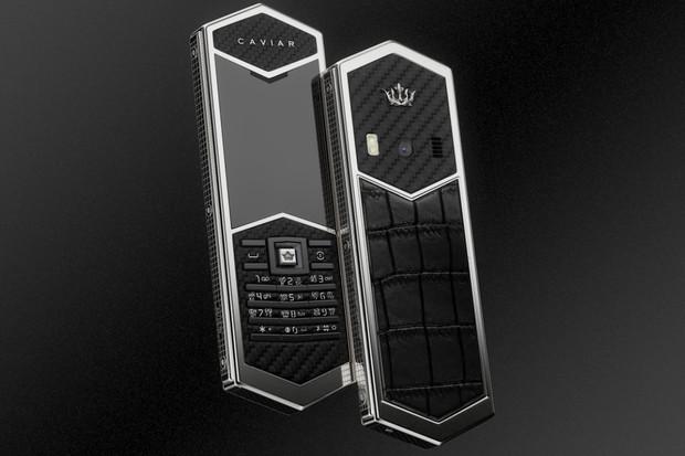 Telefon pro vikinga? Caviar Viking Ragnar Carbon je ztělesněným symbolem mužnosti