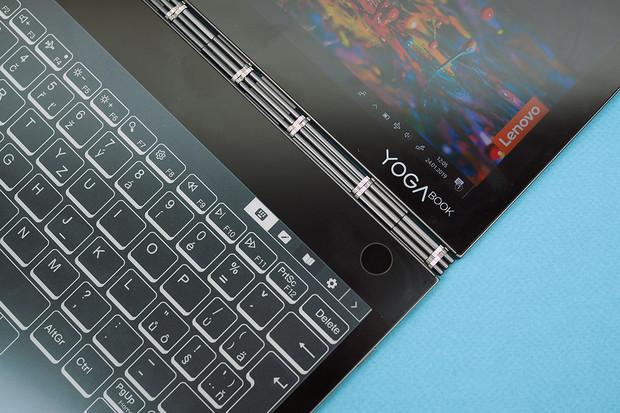 Yoga Book je notebook se dvěma displeji, tablet a čtečka v jednom