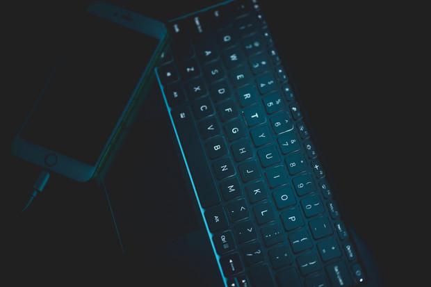 Češi si neaktualizují operační systém a nehlídají domácí síť, říká průzkum