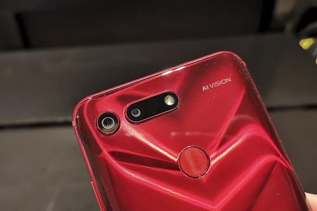 Rozsvítili jsme noc! Fotí lépe Huawei Mate 20 Pro, nebo Honor View20?