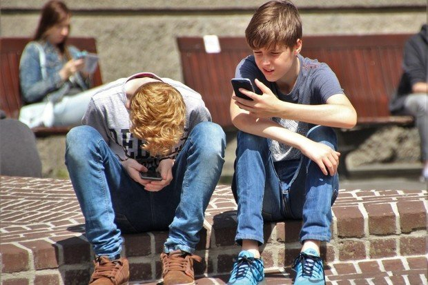 5 tipů, jak chránit děti před internetem. Tráví u něj i 7+ hodin denně