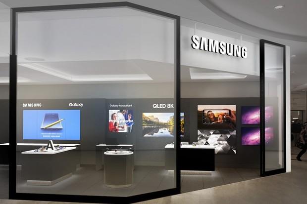 Samsung slevami na mobily a TV otevírá novou prodejnu na Smíchově
