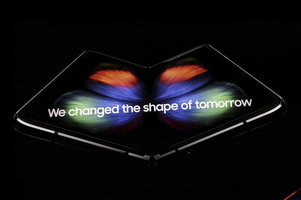 Galaxy Fold vs. Huawei Mate X podle šéfa výzkumu a vývoje Samsungu