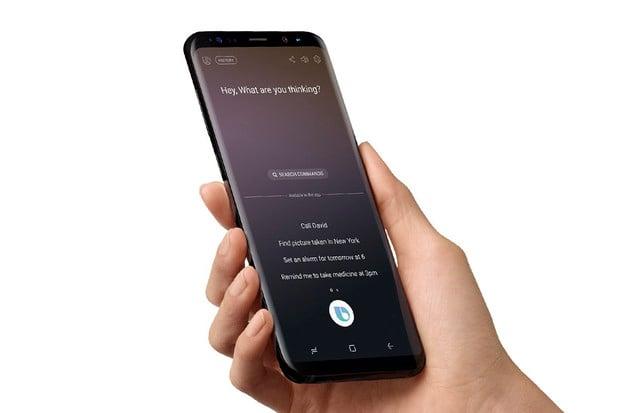 Bixby lze u novinek od Samsungu upozadit. Tlačítko nově spustí i jinou aplikaci