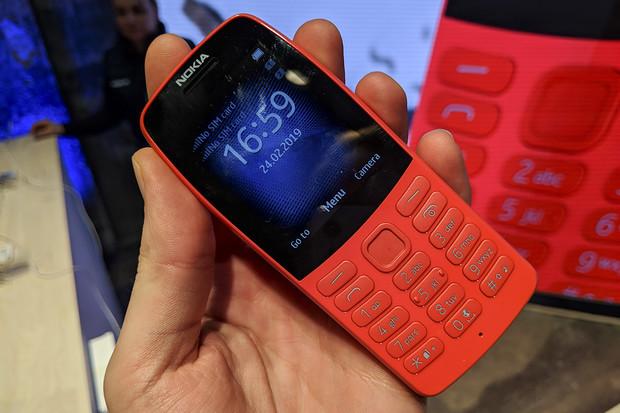 Nokia 3210 jí byla vzorem. Nová Nokia 210 ohromí výdrží a nabízí internet