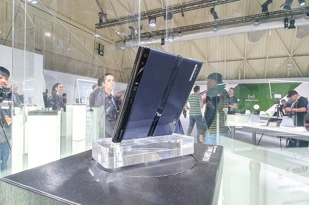 Podívejte se, jak zhodnotila ohebný Huawei Mate X GSMArena