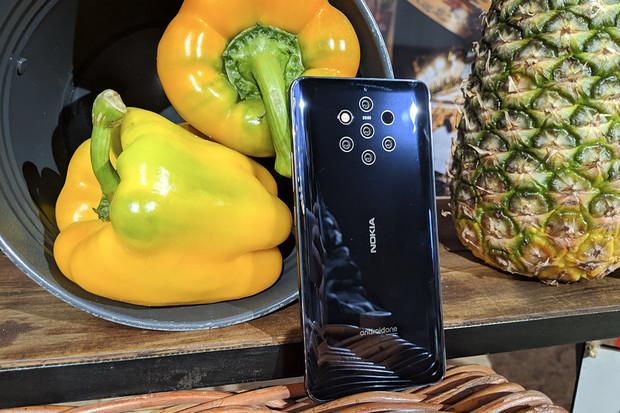 Nokia 9 PureView je posetá čočkami. Tady ji máte naživo