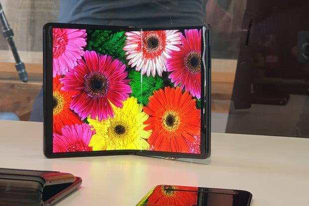 Bomba od Alcatelu: 2 smartphony, tablet, ale i ohebné displeje