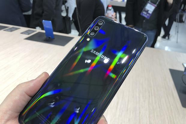 Dostupné, přesto oslňující. Novinky Galaxy A30 a A50 rozsvítily barcelonský veletrh