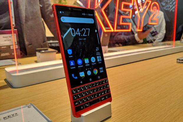 TCL představilo speciální červenou edici BlackBerry KEY2 pro vášnivé manažery