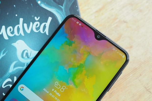 Samsung by v příštím roce mohl představit hned dva smartphony s 6 000mAh baterií