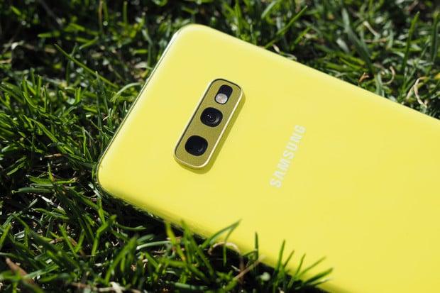 Série smartphonů Samsung Galaxy S10 se dočkala červencové aktualizace