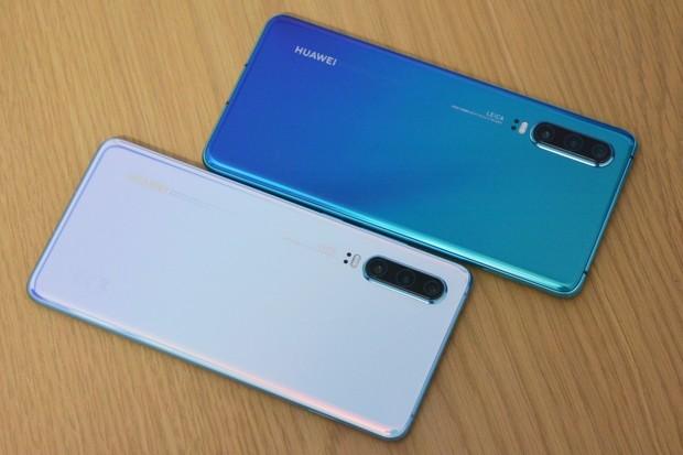 Huawei P30 je menší a levnější. Podívejte se na naše hodnocení