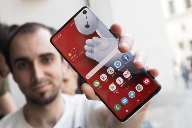 Samsung Galaxy S10 získává na českém trhu nový Android 10